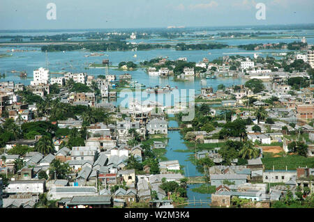 La localité inondées de l'Badda, Dhaka, au cours de la mousson. Le Bangladesh. L'année 2007. Banque D'Images