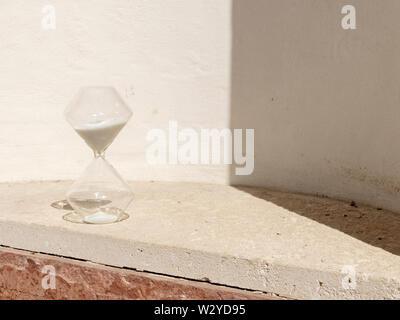 Et bien mesurer le temps Hourglass Banque D'Images