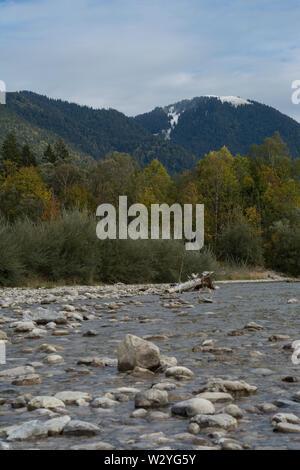 Isar, vallée de l'isar près de Bad Tölz, benediktenwand, région isarwinkel, upper-bavaria, Alpes bavaroises, Bavière, Allemagne Banque D'Images