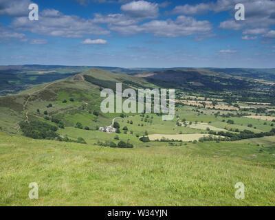 Avis de Mam Tor sur Edale et espère que les vallées, retour Tor et perdre Hill, Peak District, UK Banque D'Images
