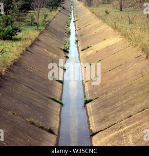 Canal d'eaux usées de l'usine industrielle Banque D'Images