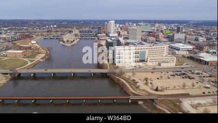 Cedar Rapids Iowa a l'eau d'inondation déménagement thru sur la rivière Cedar en mai 2019 Banque D'Images