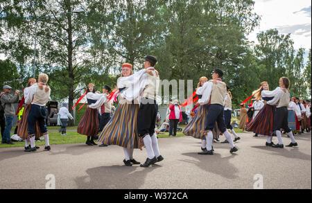 Tallinn, Estonie, 06 juillet 2019: l'estonien danseurs en costume traditionnel à la chanson du festival à Pirita pendant la chanson festival 'laul