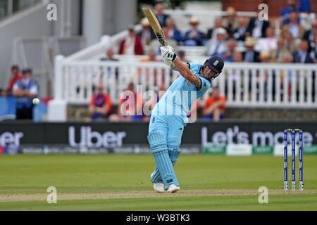 Londres, Royaume-Uni. 14 juillet 2019. ICC Cricket World Cup Final, l'Angleterre contre la Nouvelle-Zélande; Ben Stokes a frappé quatre va de James Neesham Crédit bowling: Action Plus Sport Images/Alamy Live News