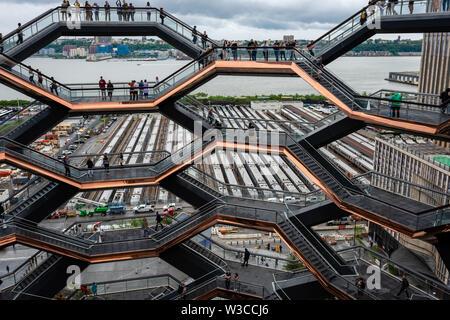 New York, USA - 21 juin 2019: le navire à Hudson Yards situé sur la côté ouest de Manhattan - Image Banque D'Images