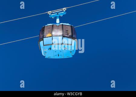 Cabine fermée de l'ascenseur funiculaire à la station de ski. Banque D'Images