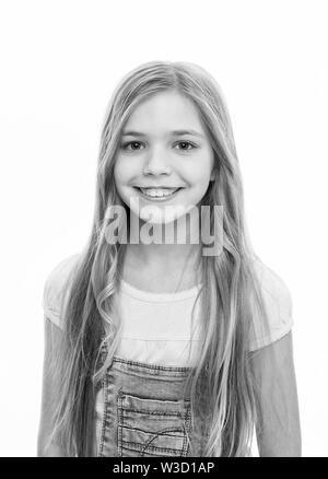 Faire Une Grande Declaration Avec D Immenses Cheveux Adorable Fille Heureux Souriant De Nouvelle Coiffure Petit