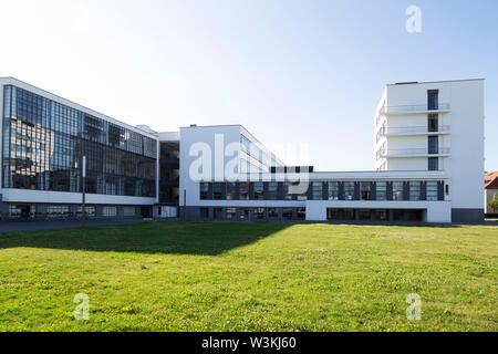 Le bâtiment du Bauhaus à Dessau, Allemagne. Le bâtiment a été conçu par Walter Gropius en 1926 et est un UNESCO World Heritage Site. Banque D'Images