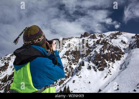 La photographie de la nature Concept. Photographe professionnel prend des photos de pic. Paysage d'hiver. Banque D'Images
