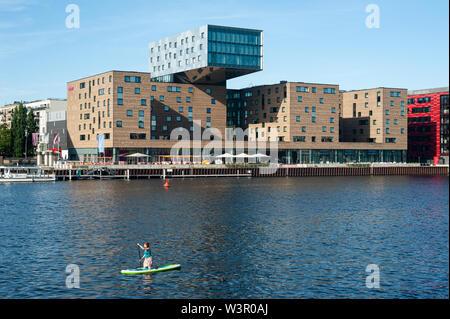 24.06.2019, Berlin, Allemagne, Europe - Hôtel nhow de la chaîne espagnole NH Hotel Group sur les rives de la rivière Spree dans le Friedrichshain. Banque D'Images