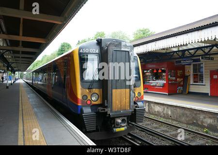 Train South Western Railway, de Londres à Winchester, royaume-uni - gare centrale de Winchester Banque D'Images