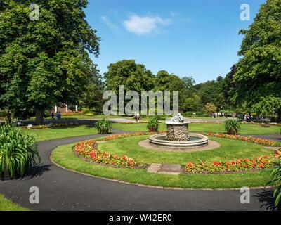 Valley Gardens en été avec le Chérubin Fontaine comme une pièce maîtresse Harrogate North Yorkshire Angleterre