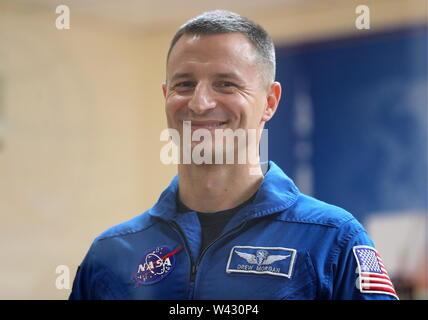Baïkonour, Kazakhstan, le 19 juillet 2019: équipage Expédition 60/61 principaux de l'équipage, l'astronaute de la NASA Andrew R Morgan donne une conférence de presse avant leur prochaine mission spatiale sur la Station spatiale internationale. Le lancement de l'engin spatial Soyouz MS-13 à l'ISS à partir du cosmodrome de Baïkonour, est prévue pour le 20 juillet 2019 à 19:28 de Moscou. Sergei Savostyanov/TASS Banque D'Images
