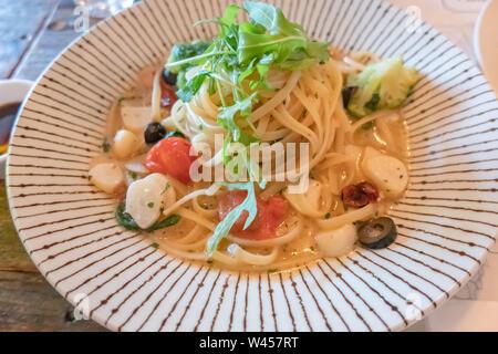 Close-up of plate of Spaghetti Aglio e olio Banque D'Images