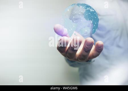 Protéger notre monde dans la main de l'homme et la poussière de la nébuleuse. Technique mixte.