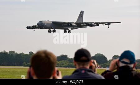 Boeing B-52 Stratofortress arrivant à RAF Fairford pour le Royal International Air Tattoo 2019