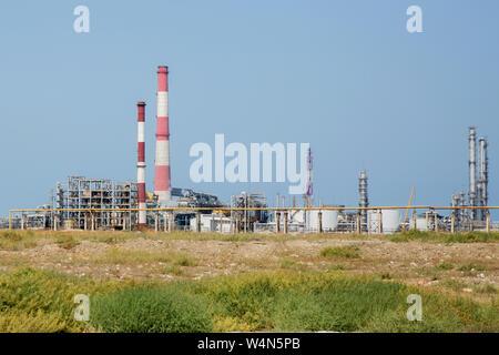 Installation industrielle pétrochimique Industrie des combustibles zone industrielle de pétrole,l'équipement de raffinage du pétrole, à proximité des pipelines d'un industriel Banque D'Images
