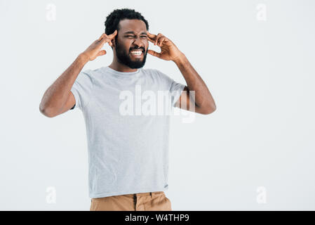 Angry african american man avoir maux de tête isolé sur gray Banque D'Images