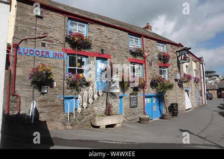 The Warwick Guest House, le quai, Polruan, Cornwall, England, UK Banque D'Images