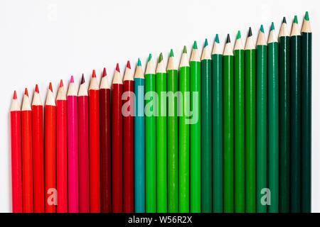 Crayons de couleur représentant les entreprises graphique d'augmenter les profits Banque D'Images