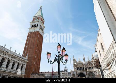 Low Angle View de la Place St Marc à Venise, Italie