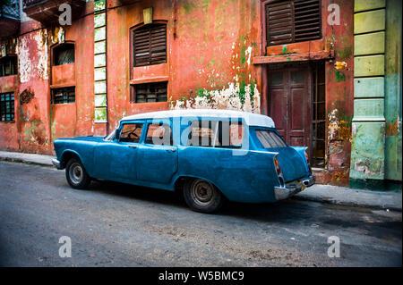 Classic American fait station wagon dans la rue à Trinidad, Cuba Banque D'Images