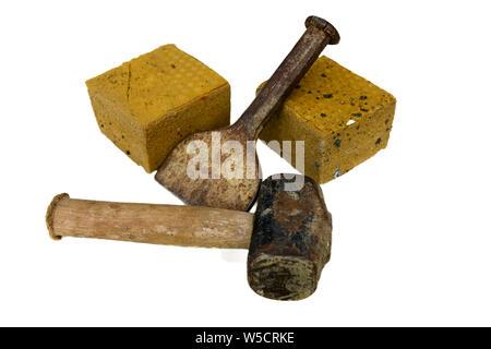 Briques Brique coupe et outils de coupe isolé sur un fond blanc. Banque D'Images