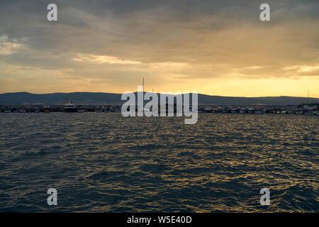 NESSEBAR, Bulgarie - 22 juin 2019: Baie de Sozopol en début de matinée.