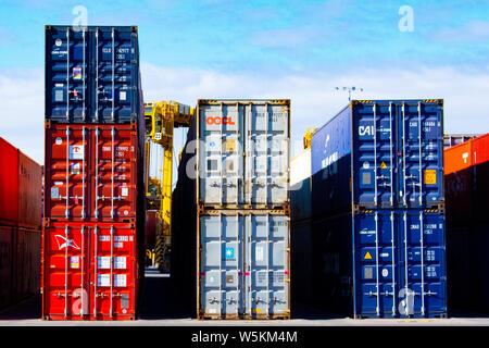 Les contenants d'expédition prises dans le terminal à conteneurs d'Adélaïde Flinders Banque D'Images