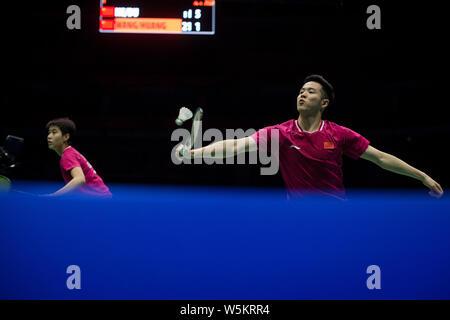 Il compilation juste-et Du Yue de Chine retourner un shot à Yilyu et Huang Wang Dongping de Chine dans leur dernier match de double mixte au cours de la 2019 Badminton