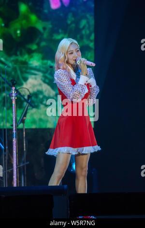 Ahn Ji-Young et Woo Ji-yoon d Bolbbalgan duo sud-coréen4 effectuer au cours de la 2019 BOL4 Asia Tour 'Blossom' concert à Hong Kong, Chine, 15 juin 201 Banque D'Images