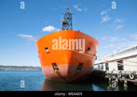 Brise glace navire amarré dans le port de Hobart avant à l'Antarctique à des fins scientifiques et de l'Antarctique pour la recherche scientifique sur les changements climatiques.