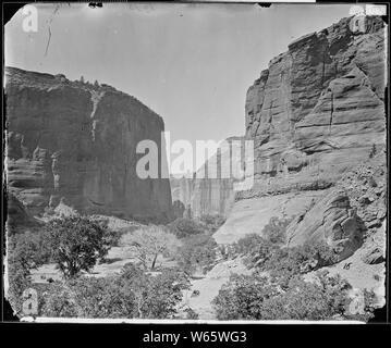 Tête DE CANYON DE CHELLE, LES MURS À 1200 pieds de hauteur, en Arizona