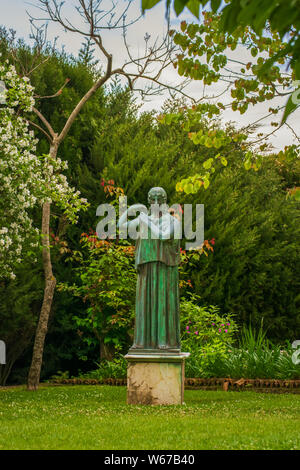 Statue de femme dans le jardin de la Villa Cimbrone à Ravello, côte amalfitaine, village de l'Italie