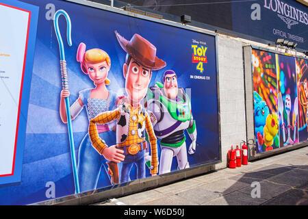 Hong Kong, Chine. 26 juillet, 2019. Une image de la shérif Woody, Buzz Lightyear et Bo Peep vu pendant le Carnaval.Toy Story 4 est célébré avec un carnaval sur le thème des différents jeux et défis par Hong Kong Harbour City et Disney à Hong Kong, Chine. Crédit: Daniel Fung/SOPA Images/ZUMA/Alamy Fil Live News