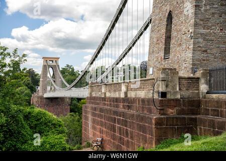 Clifton Suspension Bridge enjambant la rivière Avon, Bristol, Royaume-Uni
