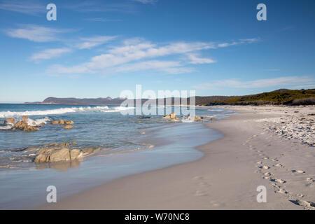 Plages côte est de la Tasmanie en parc national de Freycinet sur un ciel bleu winters day,Tasmanie, Australie