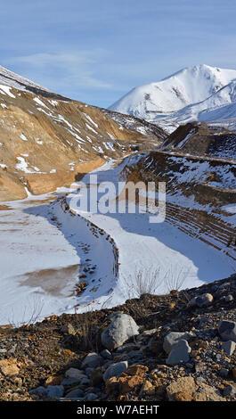 Carrière de calcaire en hiver avec de la neige à Porters Pass, Castle Hill, en Nouvelle-Zélande. Banque D'Images
