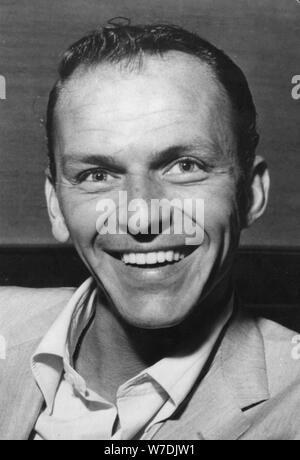 Frank Sinatra (1915-1998), chanteur et acteur américain, c1950s. Artiste: Inconnu