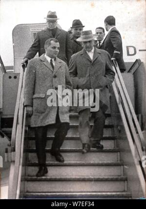 Gerhard Bohne arrive pour son procès pour crimes de guerre, Francfort, Allemagne de l'Ouest, 12 novembre 1966. Artiste: Inconnu Banque D'Images