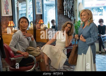 OTHERHOOD, de gauche: Angela Bassett, Felicity Huffman, Patricia Arquette, 2019. ph: Linda / Kallerus / Netflix © Courtesy Everett Collection