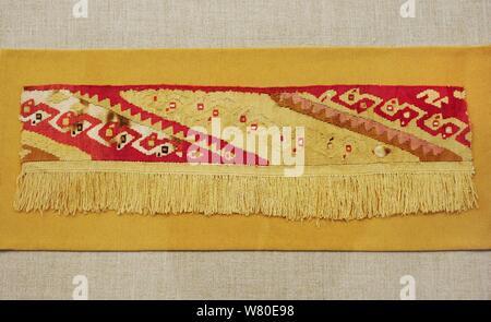Des fragments de textiles. Il y avait différents types de qualités de textiles. Au cours de la période inca, le plus beau était cumbi, faites avec de vigogne. Le centre de la côte. La fin de l'horizon intermédiaire (1000-1450 AD). Le Pérou. Le coton et les fibres des camélidés. Musée de l'Amérique. Madrid, Espagne. Banque D'Images