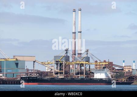 Vraquier SAGAR SAMRAT à Tata Steel steelworks à IJmuiden, aux Pays-Bas. Tata steek est l'une des entreprises de production d'acier haut dans le monde. Banque D'Images
