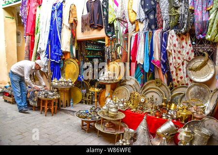Souk boutique, Medina, FES, Maroc, Afrique du Nord Banque D'Images