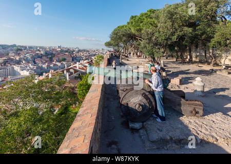 Vue sur Lisbonne, Portugal Castelo do de Sao Jorge ou St George's Castle. Banque D'Images