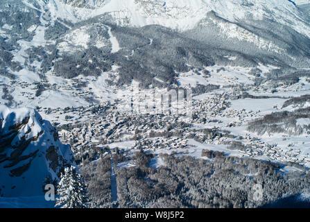 Le romantique, recouvert de neige Ski Resort de Cortina d Ampezzo Dolomites italiennes dans le vu de Faloria. Banque D'Images