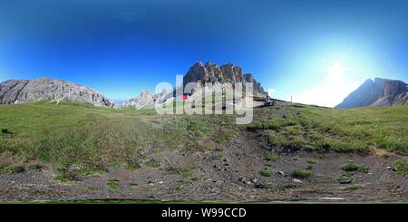 Dolomites:Rifugio Alpe di Pneus/Schutzhaus Tierser Alpl, Denti di Terrarossa/Rosszähne, Molignon Banque D'Images