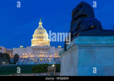 Vue sur le Capitole au crépuscule, Washington D.C., Etats-Unis d'Amérique, Amérique du Nord