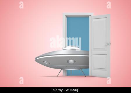 Le rendu 3D de petits OVNI brillant gris debout dans portes ouvertes sur fond rose.