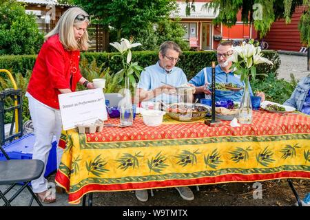 Le dîner que l'Art de la performance, l'harmonie Arts Festival, West Vancouver, British Columbia, Canada Banque D'Images